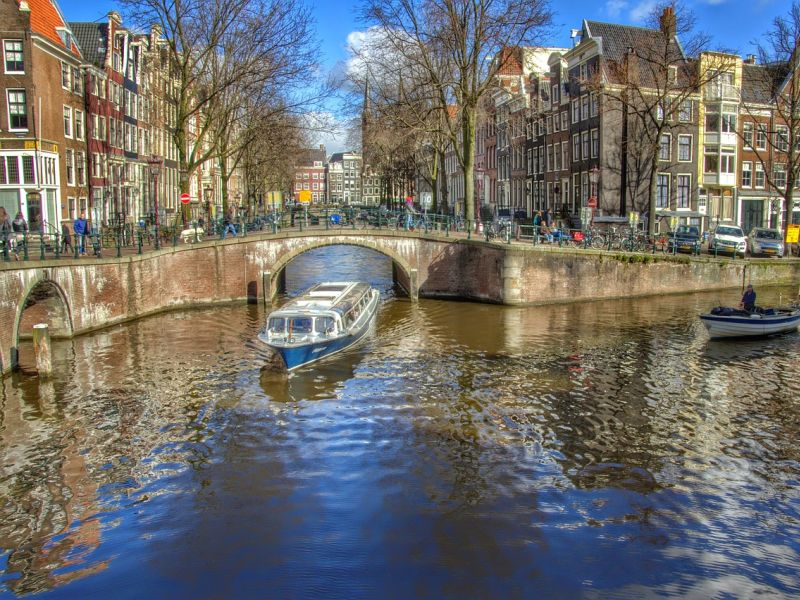 Image Amsterdam romantic canal